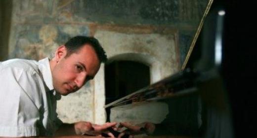 El pianista Trpčeski brillante en el arreglo de Gilson de