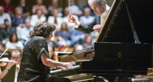 Elena Bashkirova actúa en el Palau de la Música de Valencia