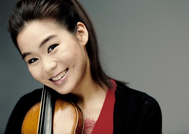 Esther Yoo. Foto de Marco Borggreve